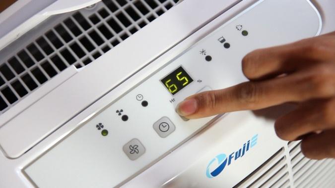mặt điều khiển của máy hút ẩm